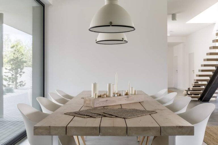 cómo decorar una mesa de comedor rectangular