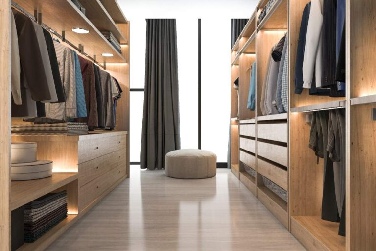 armario con un diseño espacioso